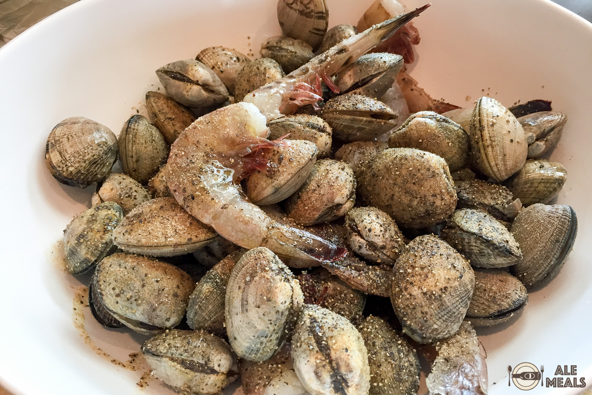 Seasoned clams and prawns