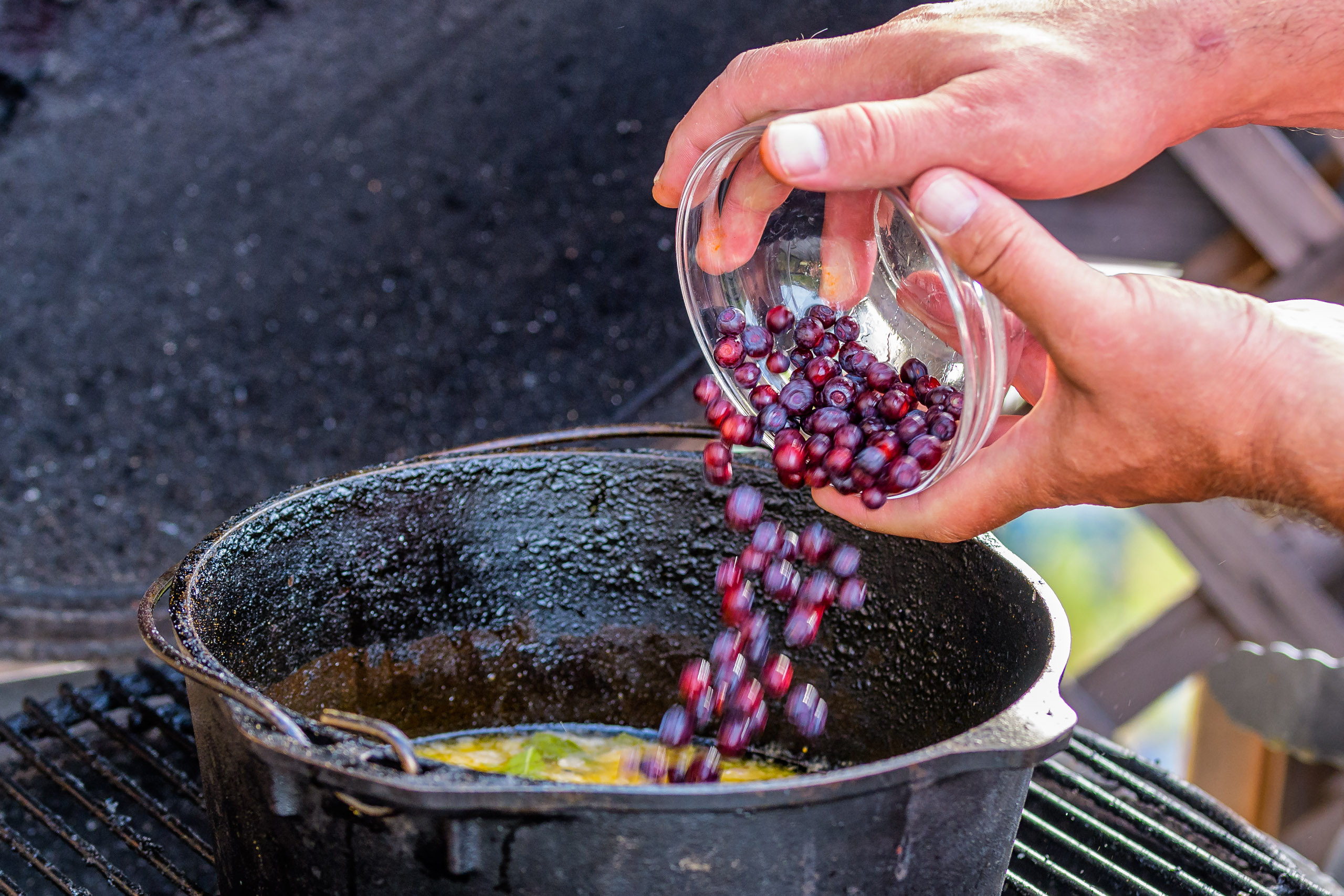 Huckleberries into the butter sauce